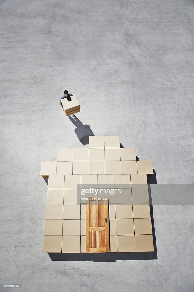 Mann Gebäude Haus Kontur auf dem Gehweg : Stock-Foto