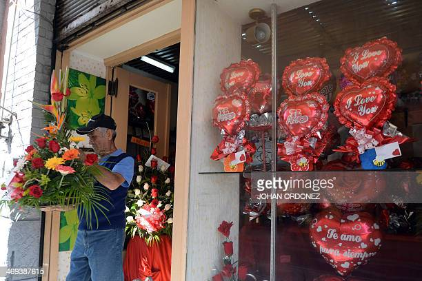 A man carries a floral arrangements during Saint Valentine's Day in Guatemala City on Febrary 14 2014 AFP PHOTO/Johan ORDONEZ