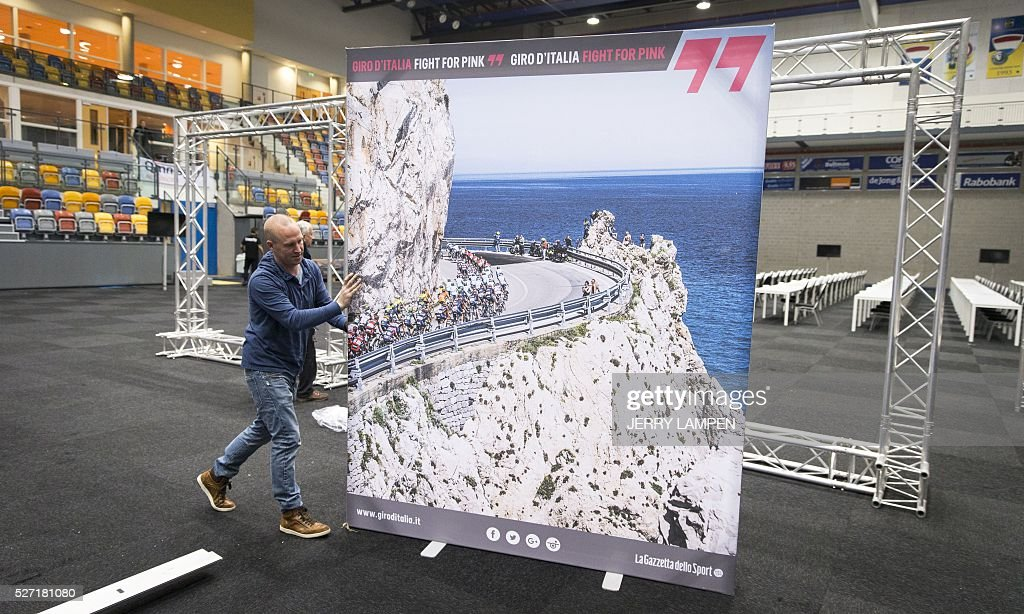 A man carries a poster of the Giro d'Italia cyling race at the Omnisport centre in Apeldoorn, on May 2, 2016. The Giro d'Italia will start in Apeldoorn on May 6, 2016. / AFP / ANP / Jerry Lampen / Netherlands OUT