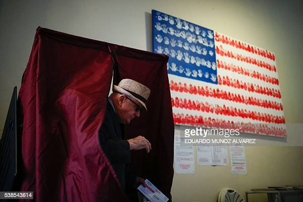 A man casts his ballot at polling station during New Jersey's primary elections on June 7 2016 in Hoboken New Jersey / AFP / EDUARDO MUNOZ ALVAREZ