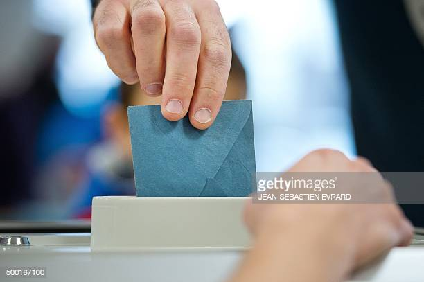 A man casts his ballot for the first round of the French regional elections in the PaysdeLoire region on December 6 2015 at a polling station in...