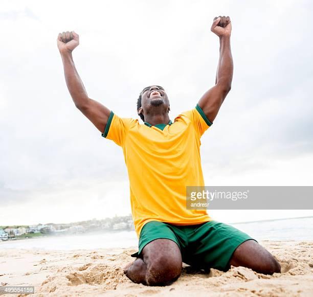 Hombre celebrando un gol
