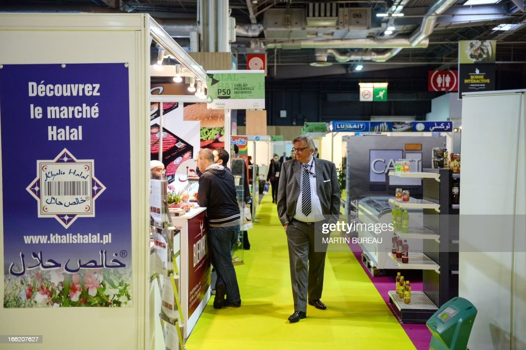 A man check halal stands on April 10, 2013 at the MDD Expo (distributor brands exhibition) of major supermarket chain brands in Paris. The fair presents food made and sold under the names of major supermarket outlets, such as Casino, Carrefour, Cora, Monoprix or Super U. AFP PHOTO / MARTIN BUREAU