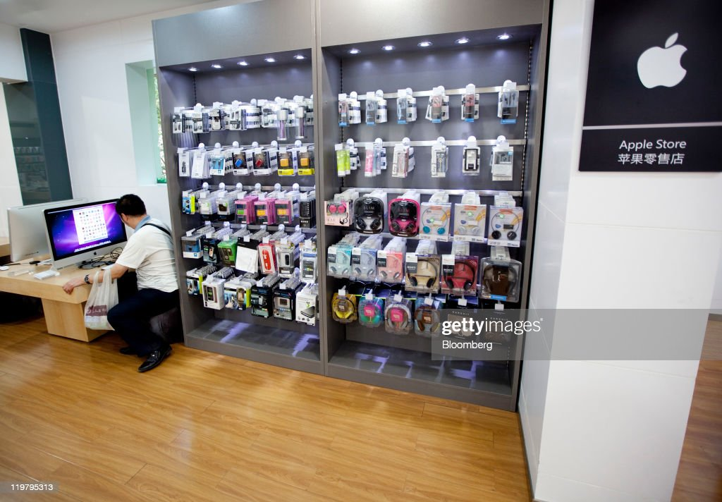 A man checks an Apple Inc. iMac computer at a store, not authorized by the company to sell its products, in Kunming, Yunnan Province, China, on Sunday, July 24, 2011. Apple operates four stores in China, all in Beijing and Shanghai, and has more than 900 authorized sales agents across the country in addition to a distribution agreement with carrier partner China Unicom (Hong Kong) Ltd. Photographer: Nelson Ching/Bloomberg via Getty Images