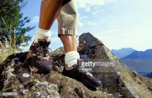 Man climbing rocks on mountainside : Stock-Foto