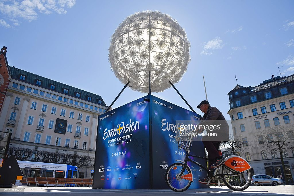 A man cycles past the Eurovision Song Contest countdown clock in Stockholm, Sweden, on May 2, 2016, as the city prepares the Eurovision Song Contest finals next week. / AFP / TT News Agency / Anders WIKLUND / Sweden OUT