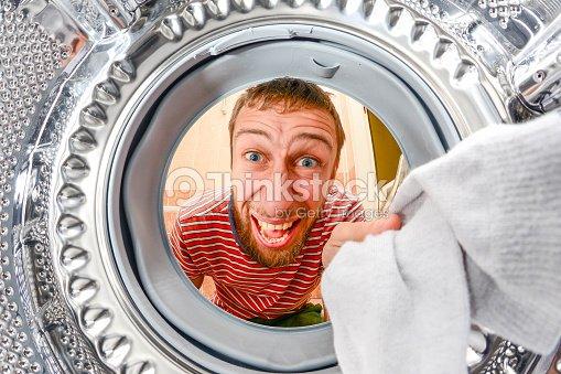 mann w sche waschen wenn im stock foto thinkstock. Black Bedroom Furniture Sets. Home Design Ideas