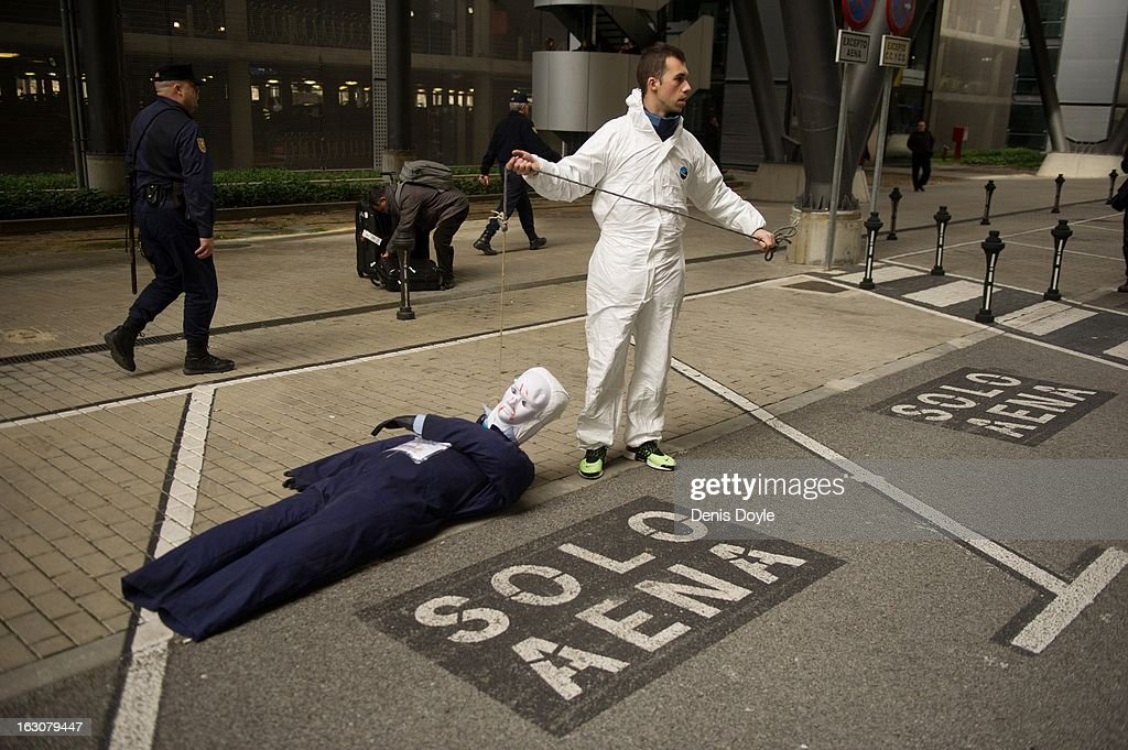A man drags an effigy of an Iberia worker during a protest at Barajas airport on March 4, 2013 in Madrid, Spain. Iberia workers have begun the second round of five day strikes in protest at plans by holding company IAG (International Consolidated Airlines Group), formed by the 2011 merger of Iberia and British Airways, to implement redundancies and pay cuts across the troubled Spanish airline.