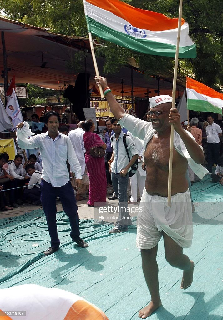 'NEW DELHI, INDIA - AUGUST 3: A man dressed as Gandhi show his support for seventy four years old Anna Hazare who on his six-day long fast on August 3, 2012 in New Delhi, India. (Photo by Mohd Zakir/Hindustan Times via Getty Images)'