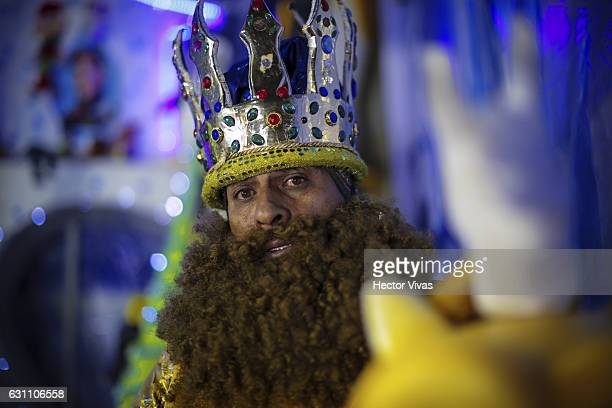 A man dressed as Wise Man poses during the Three Wise Man celebration on January 06 2017 in Mexico City Mexico The Three Wise Man day also known as...