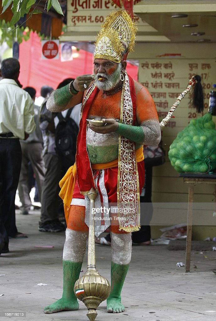 'NEW DELHI, INDIA - AUGUST 3: A man dressed like Hanuman having refreshment at Jantar Mantar during Anna Hazare and team members on the last day of their fasting on August 3, 2012 in New Delhi, India. (Photo by Vipin Kumar/Hindustan Times via Getty Images) '
