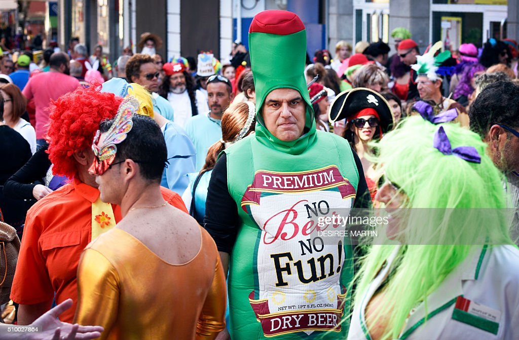 A man dressed up as a bottle of beer takes part in a street carnival in Santa Cruz de Tenerife on the Spanish Canary island of Tenerife on February 13, 2016. The over a month long carnival sees orchestras playing Caribbean and Brazilian rhythms throughout the festivities that range from elections for the Carnival Queen, children and adult murgas (satirical street bands), comparsas (dance groups) to performances on the streets. / AFP / DESIREE MARTIN