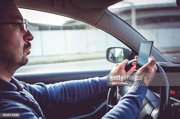 Ritratto di un uomo che Guida un'auto