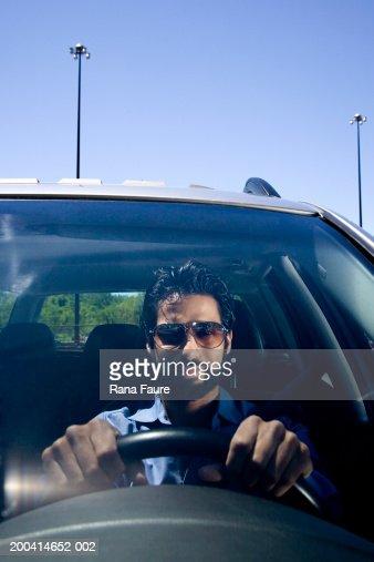 Man driving car : Foto de stock