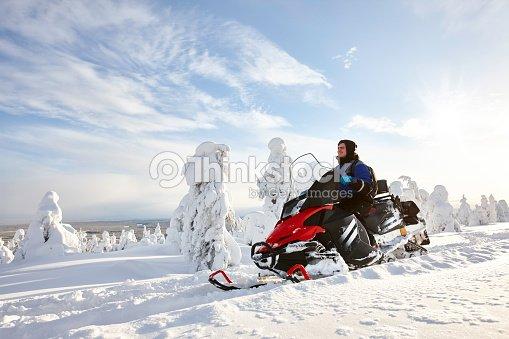 Man driving snowmobile in Finland : Foto de stock