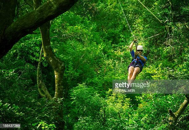 Uomo in un Canopy Tour della Costa Rica