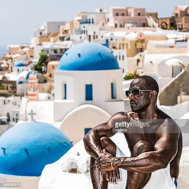 Mann Ihren Urlaub in Oia Dorf auf der Insel Santorin