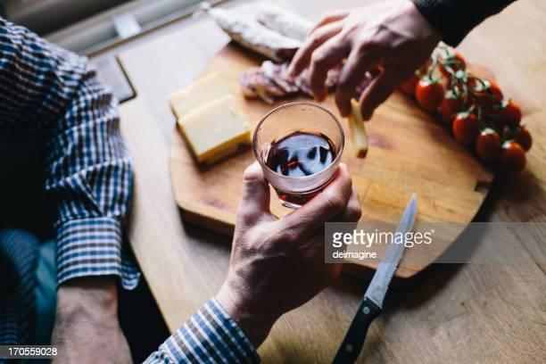 Mann ist seine aperitif