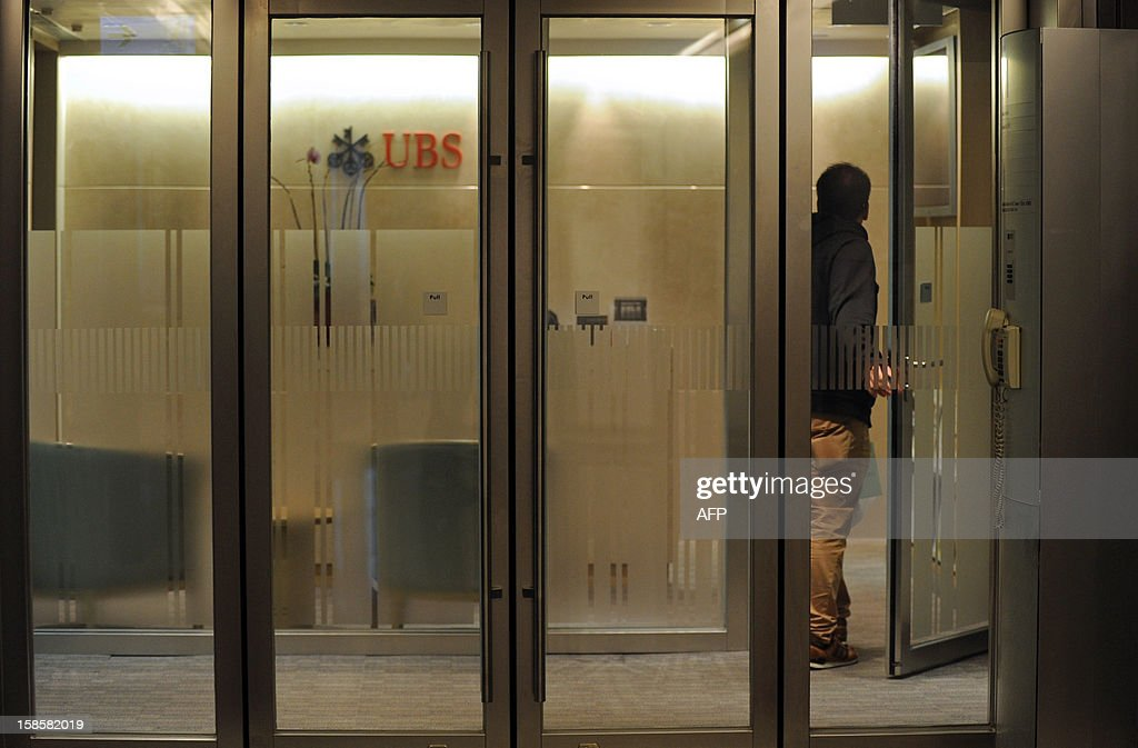 A man enters a bank of Swiss banking giant UBS in Hong Kong on December 20, 2012. Hong Kong's de facto central bank said on December 20 it would probe UBS over possible rigging of the city's interbank offered rate, a day after the Swiss giant agreed to pay a huge fine over the Libor scandal. AFP PHOTO / Dale de la Rey