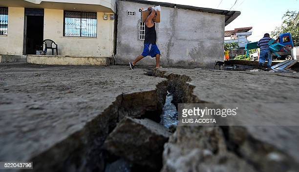 A man evacuates his belongings in Manta Ecuador on April 17 2016 a day after a powerful 78magnitude quake hit the country The toll from the big...