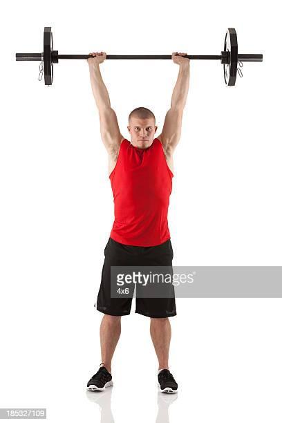 Homme faisant de l'exercice avec haltères