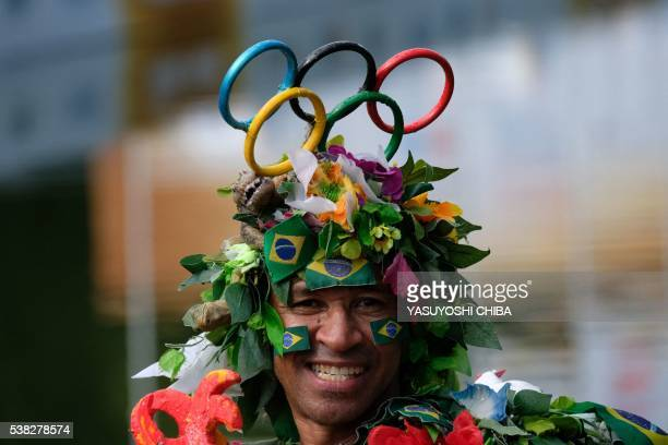 A man fancy dressed during an exhibition race event at Quinta da Boa Vista park in Rio de Janeiro Brazil on June 5 2016 / AFP / YASUYOSHI CHIBA