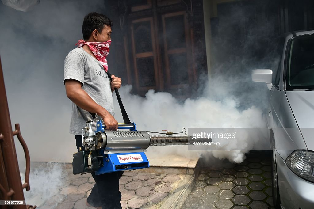 A man fumigates against the Aedes Aegypti mosquitos as a vector of the dengue and Zika viruses in Jakarta on February 6, 2016. Indonesia officially confirmed a case of the Zika virus dating back to last year but said it was prepared to handle any outbreak of the disease which has sparked alarm in the Americas. AFP PHOTO / Bay ISMOYO / AFP / BAY ISMOYO
