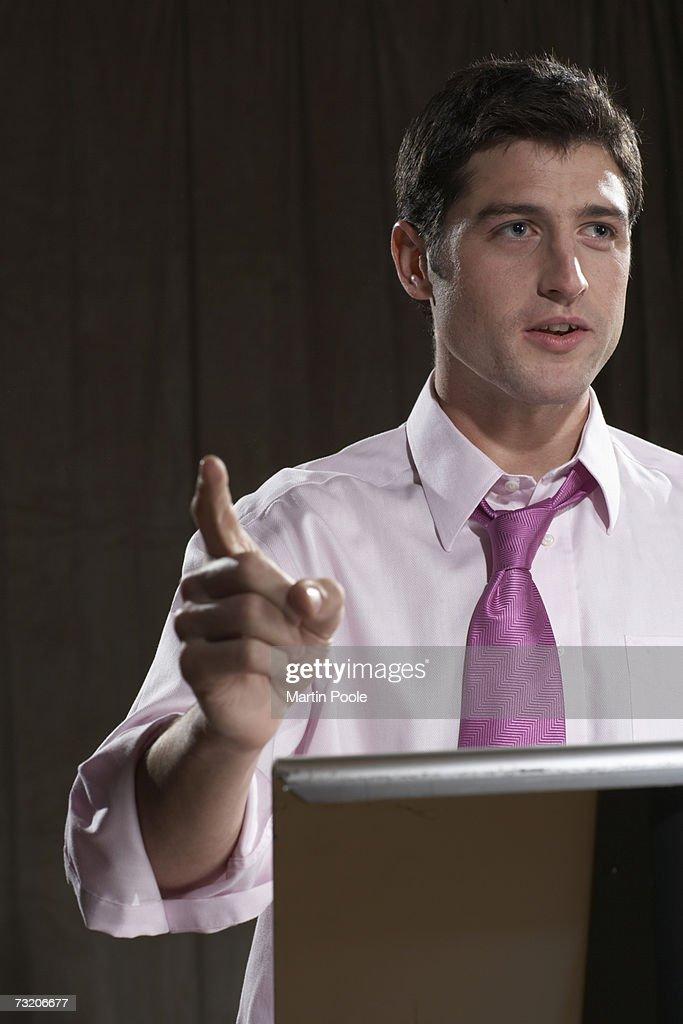 Man giving speech at podium : Bildbanksbilder
