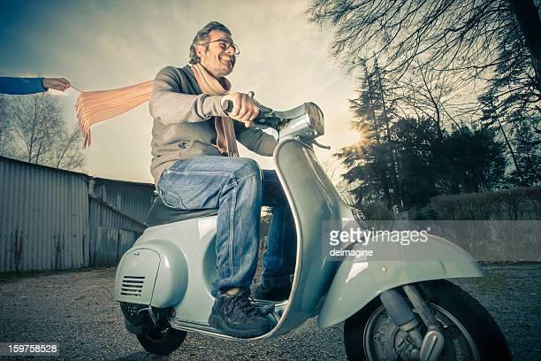 Hombre va a Scooter