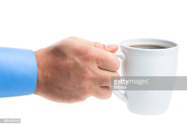 男性のコーヒーカップを手で分離白背景