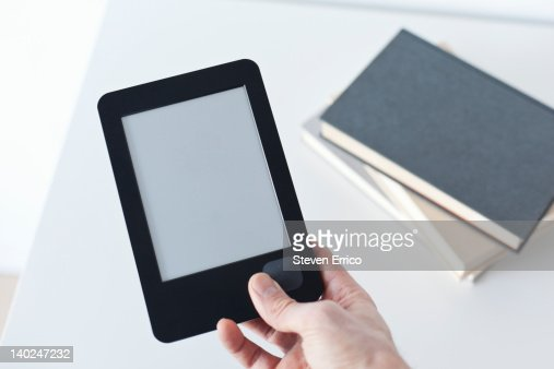 Man holding electronic book reader : ストックフォト