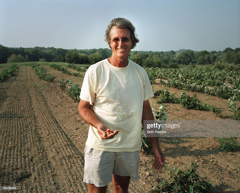 Man holding raspberries : Stock Photo