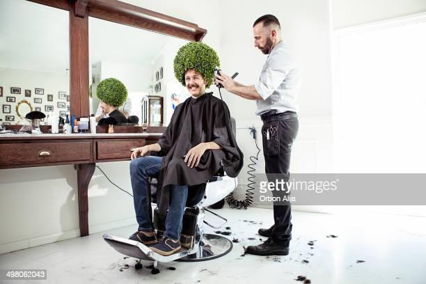 Hombre en una peluquería para caballeros