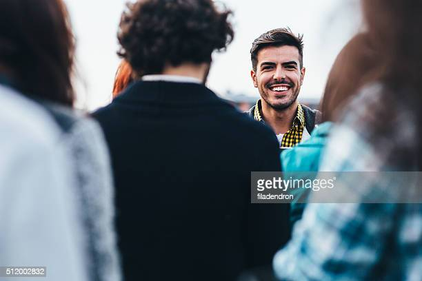 Mann In einer Menschenmenge