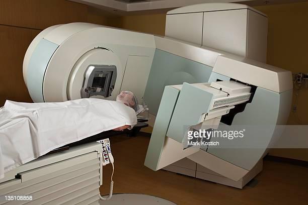 Hombre que recibieron radiación tratamientos para el cáncer