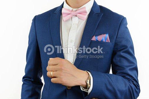 mann im blauen anzug fliege mit einstecktuch stock foto thinkstock. Black Bedroom Furniture Sets. Home Design Ideas