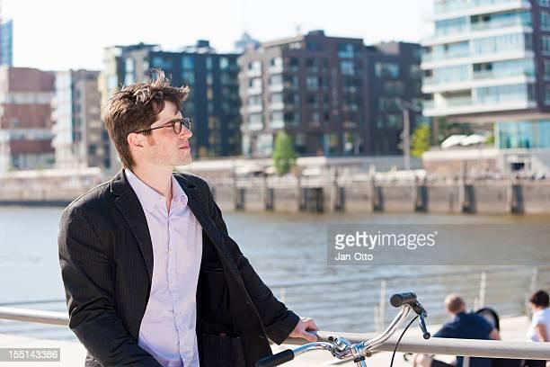 Mann in Hafencity von Hamburg