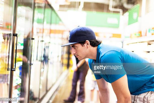 Uomo in Supermercato