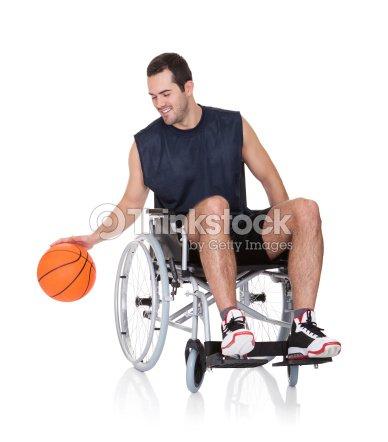 Uomo in sedia a rotelle che giocano a basket foto stock for Uomo sulla sedia a rotelle