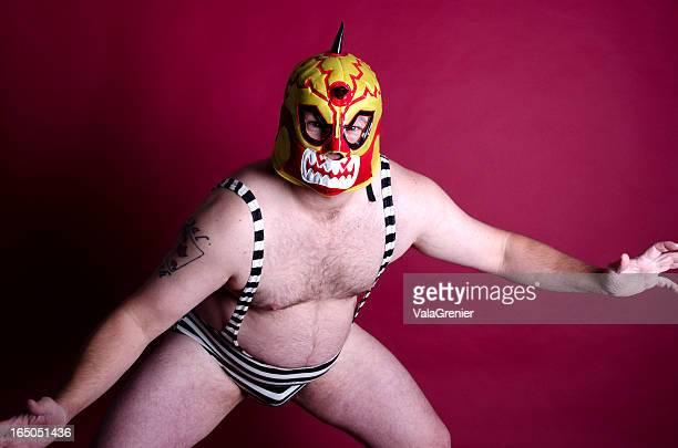 Mann in wrestling-pose mit Maske und ein Stück.