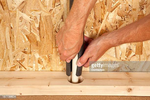 Mann, die Installation Isolierung