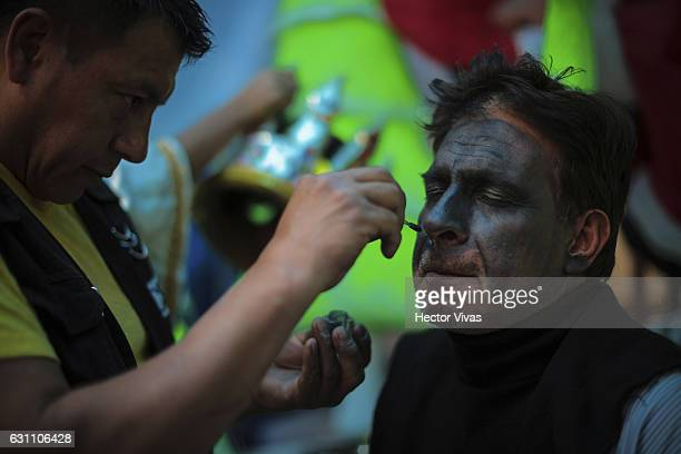 A man is made up to simulate a dark skin tone during the Three Wise Man celebration on January 06 2017 in Mexico City Mexico The Three Wise Man day...