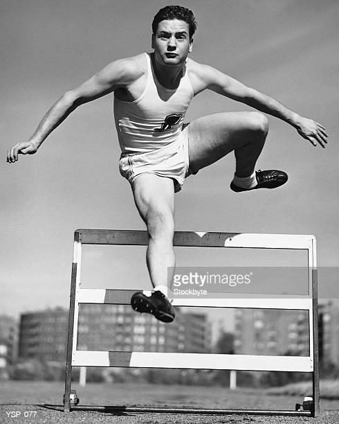 Uomo saltare ostacoli