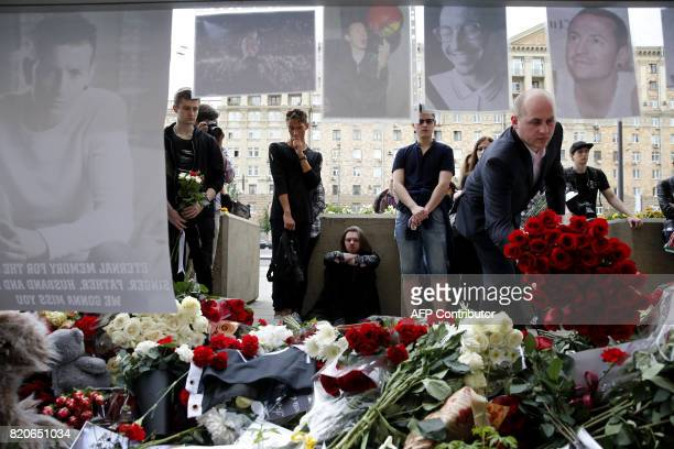 A man lays red roses in memory of Linkin Park frontman Chester Bennington in front of the US embassy in central Moscow on July 22 2017 Linkin Park...