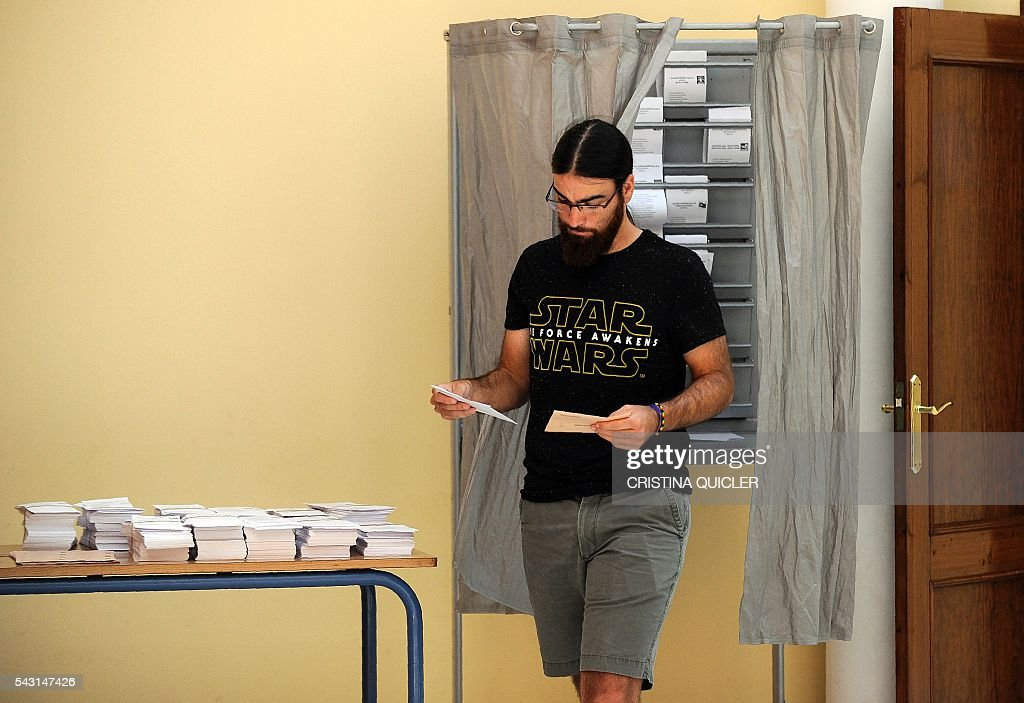 A man leaves a polling booth before casting his ballot for Spain's general election at the Casa Museo in Bollullos de la Mitacion, near Sevilla on June 26, 2016. Spain votes today, six months after an inconclusive election which saw parties unable to agree on a coalition government. / AFP / CRISTINA