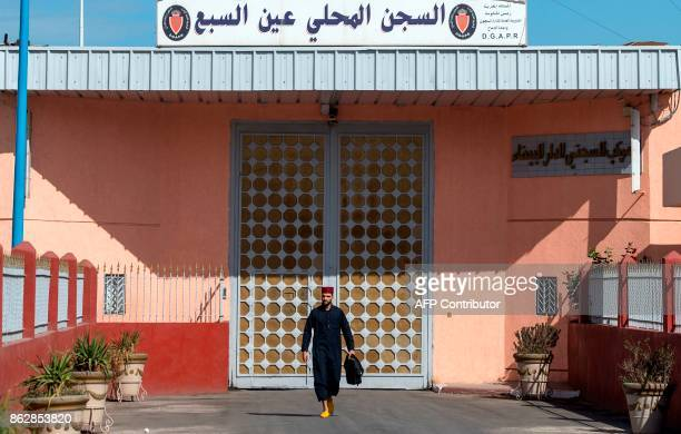 A man leaves the Oukacha prison in the Moroccan city of Casablanca on October 18 2017 / AFP PHOTO / FADEL SENNA