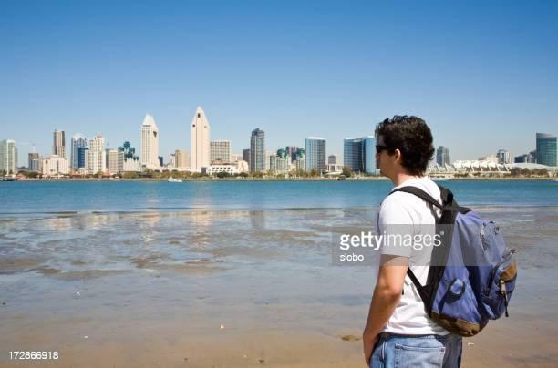 男性は、サンディエゴ、カリフォルニアの海岸からです。