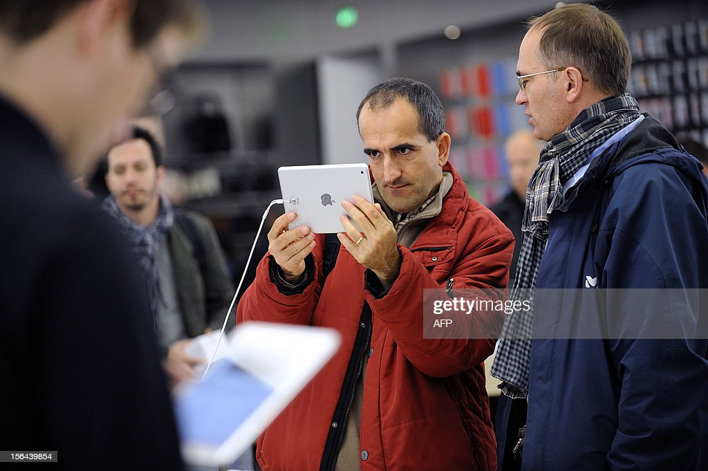 A man looks at a new iPad mini during the opening of a new Apple store on November 15, 2012 in Saint-Herblain, western France.