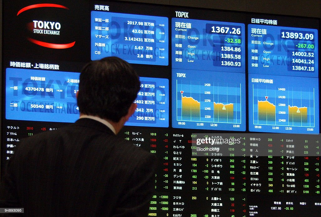 A man looks at an electronic stocks board at the Tokyo Stock Exchange in Tokyo Japan on Wednesday May 21 2008 Japan's stocks fell set for the biggest...