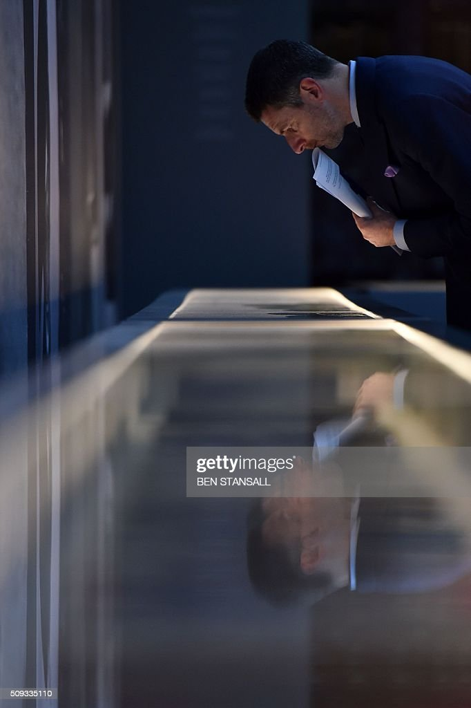 A man looks into a cabinet containing an archive of Vogue magazines as part of the 'Vogue 100 a Century of Style' exhibition at the National Portrait Galley in central London on February 10, 2016. The exhibition showcases a range of photography commissioned by British Vogue since it was founded in 1916. / AFP / BEN STANSALL / RESTRICTED TO EDITORIAL USE - MANDATORY MENTION OF THE ARTIST UPON PUBLICATION - TO ILLUSTRATE THE EVENT AS SPECIFIED IN THE CAPTION